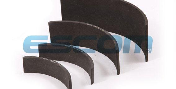 Штампованные тормозные накладки из фрикционного материала средней жесткости